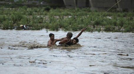 Περισσότεροι από 160 άνθρωποι έχασαν τη ζωή τους από τις καταρρακτώδεις βροχές