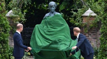 Πρίγκιπας Harry-Πρίγκιπας William: Αποκάλυψαν το άγαλμα της μητέρας τους, Diana