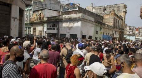 Πρωτοφανείς αντικυβερνητικές διαδηλώσεις σε πολλές πόλεις της χώρας