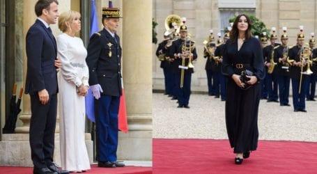 Monica Bellucci: Η εντυπωσιακή εμφάνιση σε δείπνο της Brigitte Macron στο Μέγαρο των Ηλυσίων