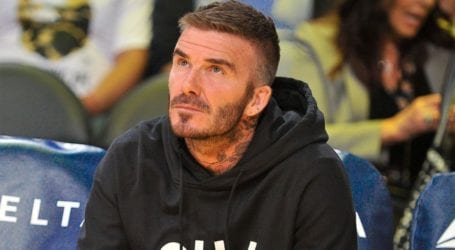 O David Beckham «αντιγράφει» το νέο hair look των γιων του