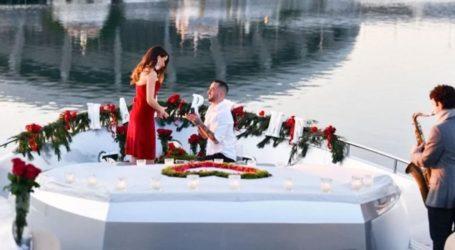 Ο Άρης Σοϊλέδης δημοσίευσε φωτογραφίες από την ρομαντική πρόταση γάμου στη Μαρία Αντωνά