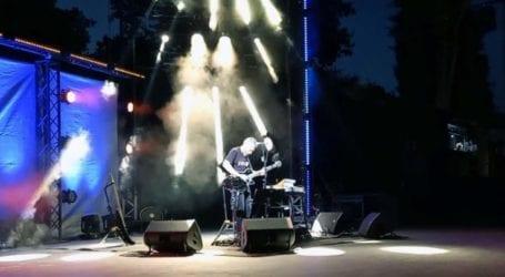 Σε ατμόσφαιρα …«ηλεκτρική» οι μουσικές ιστορίες του Αλκίνοου στο Κηποθέατρο Λάρισας