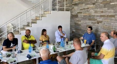 Συνάντηση Ένωσης Ξενοδόχων Σκιάθου με τον Ν. Σαρούκο εν μέσω τουριστικής σεζόν για τους υγειονομικούς ελέγχους