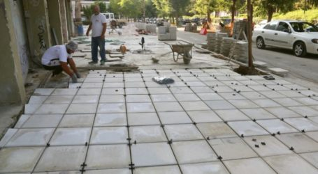 Νέα πεζοδρόμια στην οδό Καραϊσκάκη στη Λάρισα (φωτο)