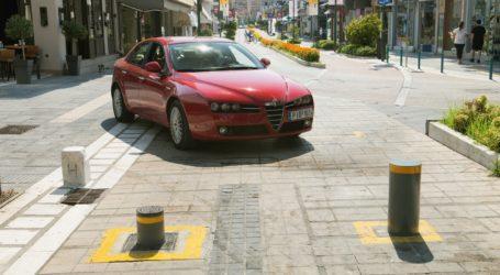"""Λάρισα: Μπάρα """"σήκωσε"""" αυτοκίνητο στον αέρα – Ατυχήματα τις πρώτες μέρες εφαρμογής του νέου συστήματος στους πεζοδρόμους"""