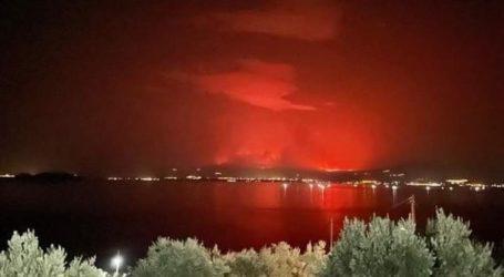 Απίστευτη εικόνα: Η φωτιά της Εύβοιας όπως φαίνεται από τη Μαγνησία
