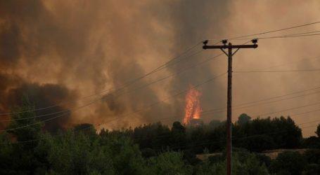Επικίνδυνη φωτιά στη Λίμνη Ευβοίας