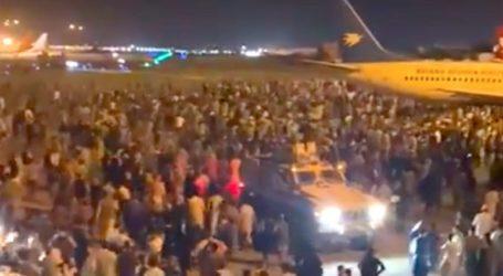 """Διεθνείς δυνάμεις εργάζονται για να """"καθαρίσουν"""" το αεροδρόμιο της Καμπούλ"""