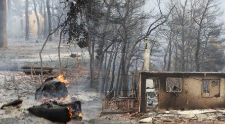 Μαίνεται η πυρκαγιά στα Βίλια