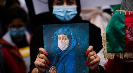 Η εικόνα των γυναικών ξεθωριάζει στους δρόμους της Καμπούλ