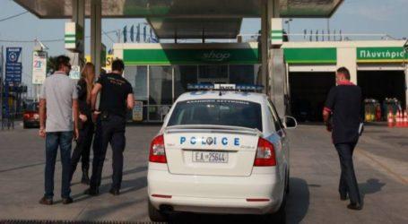 Απίστευτο σκηνικό στο Βελεστίνο: Νεαρός έσερνε με το αυτοκίνητο του ιδιοκτήτρια βενζινάδικου για να μην πληρώσει