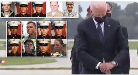 Μπάιντεν – Βίντεο τον δείχνει να κοιτάει το ρολόι του στην τελετή για τους νεκρούς στρατιώτες από την επίθεση στην Καμπούλ
