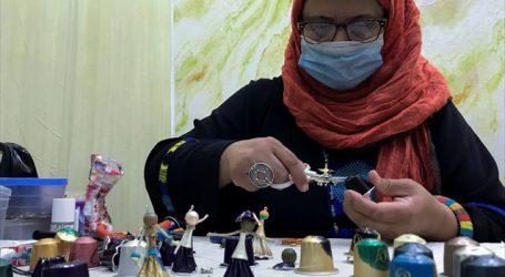 Αλγερία – Καλλιτέχνιδα φτιάχνει μπιζού και κουκλάκια από κάψουλες του καφέ