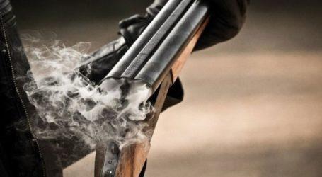 Πήλιο: Χειροπέδες σε 39χρονη – Βγήκε στην αυλή με όπλο και προκάλεσε ζημιές σε ΙΧ