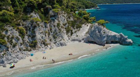 «Η Σκόπελος δεν έχει τουρίστες, έχει εραστές» -Το νησί του Επιφάνιου Σκιαθίτη – Δείτε «μοναδικές» εικόνες