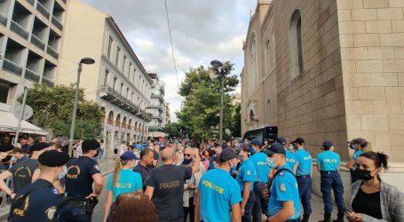 Μίκης Θεοδωράκης – Ενταση στη Μητρόπολη στο λαϊκό προσκύνημα του εμβληματικού δημιουργού