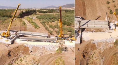 Ολοκληρώνεται η νέα γέφυρα στο Χολόρεμα Αλμυρού [βίντεο]