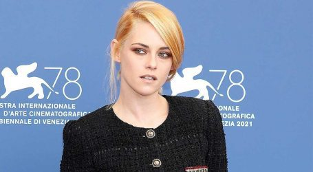 Kristen Stewart: Η εμφάνισή της με Chanel στο Φεστιβάλ της Βενετίας