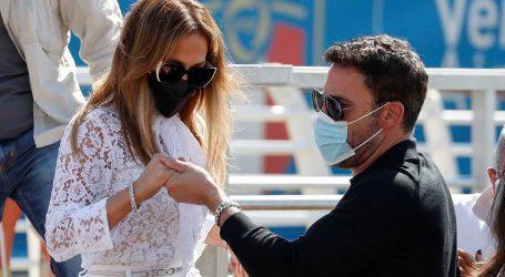 Η Jennifer Lopez και ο Ben Affleck φτάνουν στη Βενετία και μαγνητίζουν τα βλέμματα!