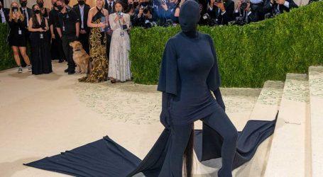 Kim Kardashian: Η έμπνευση πίσω από τη μαύρη δημιουργία που την κάλυπτε από πάνω μέχρι κάτω!