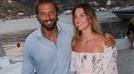 Ο Γιάννης Μαρακάκης και η Νίκη Θωμοπούλου βάφτισαν την κόρη τους!