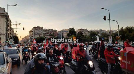 Θεσσαλονίκη – Μοτοπορεία διανομέων της efood – «Σταθερή και μόνιμη δουλειά για όλους»