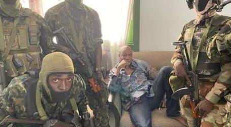 Γουινέα – Πραξικοπηματίες λένε πως συνέλαβαν τον πρόεδρο Κοντέ – Το υπουργείο Άμυνας λέει πως οι πραξικοπηματίες απωθήθηκαν