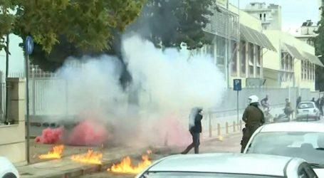 Σταυρούπολη – Όλα όσα έγιναν – Επίθεση φασιστών με μολότοφ, ναζιστικοί χαιρετισμοί, εγκλωβισμένοι μαθητές, δύο τραυματίες και τρεις συλλήψεις
