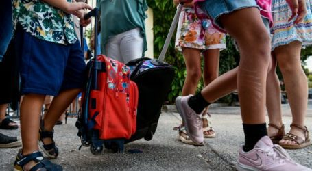 Παυλάκης – Πότε θα έρθει το τέλος της πανδημίας – Πώς θα «θωρακιστούν» τα σχολεία
