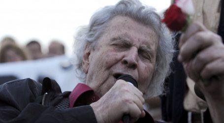 Η Λάρισα αποχαιρετά τον Μίκη Θεοδωράκη, με μουσικές και λόγια στην πλατεία Ταχυδρομείου