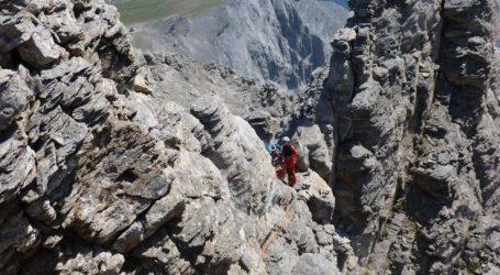 Όλυμπος: Έπεσε σε χαράδρα – Σε εξέλιξη επιχείρηση σε υψόμετρο 2.400 μέτρα