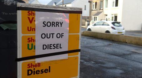 Βρετανία – Μεγάλη ανησυχία για τις ελλείψεις καυσίμων – Να καθησυχάσει τους πολίτες επιχειρεί ο Μπόρις Τζόνσον