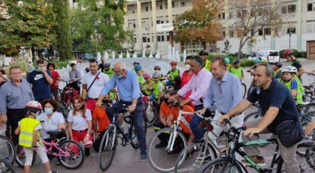 Πλημμύρισε με ποδήλατα και χαμόγελα το κέντρο της Λάρισας – Ανέβηκαν στα ποδήλατα Καλογιάννης και Κόκκαλης (φωτό – βίντεο)