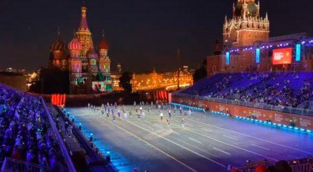 Μόσχα – Με μεγαλοπρέπεια και συγκίνηση τιμήθηκε ο Μίκης Θεοδωράκης στην Κόκκινη Πλατεία