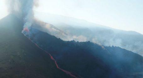 Λα Πάλμα – Άρχισε να εκλύει ξανά λάβα το ηφαίστειο Κούμπρε Βιέχα