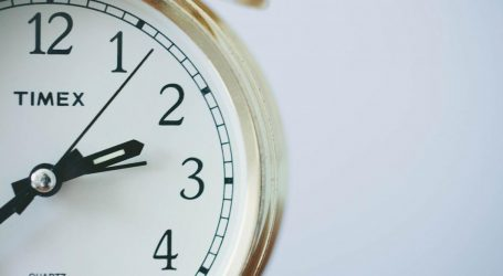 Αλλαγή ώρας 2021: Θα γυρίσουμε τους δείκτες στα ρολόγια μας τον Οκτώβριο;