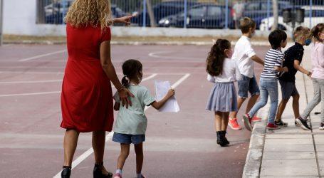 Με την ελπίδα να μην ξανακλείσουν άνοιξαν τα σχολεία