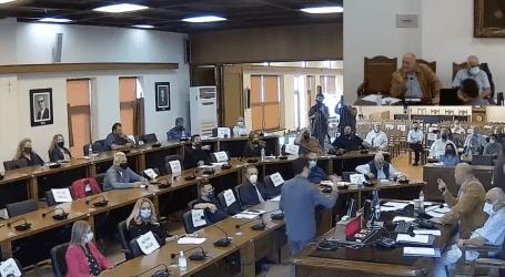 «Κόλαση» στο Δημοτικό Συμβούλιο Βόλου: «Είσαι θρασόπ@@στ@ς» – Βαριές κουβέντες και φωνές [βίντεο]