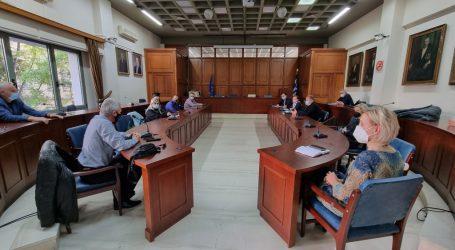 ΣΥΝΑΓΕΡΜΟΣ στα Τρίκαλα για τον κορωνοϊό. Ευρεία σύσκεψη στο Δημαρχείο (φώτο-video)