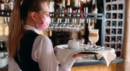 Ιδιοκτήτης καφετέριας στη Λάρισα έβαλε μέσα δύο ανεμβολίαστους πελάτες και θα το χρυσοπληρώσει…