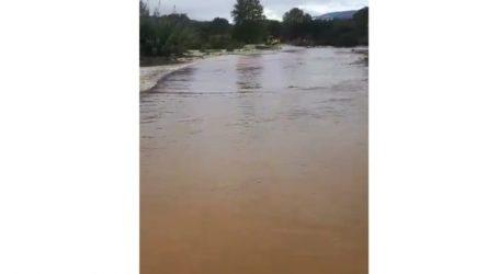 Δείτε βίντεο: Έκλεισε λόγω πλημμύρας ο δρόμος από Μεσοχώρι προς Βλαχογιάννι