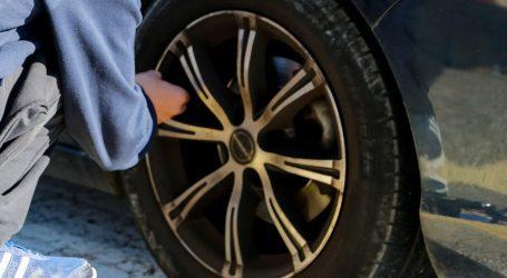 Βόλος – Ένας 60χρονος έσκισε με μαχαίρι τα λάστιχα 36 αυτοκινήτων