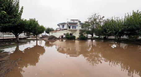 Κακοκαιρία «Μπάλλος» – Πλημμύρισαν σπίτια και δρόμοι στη Νότια Εύβοια – Έκκληση του δημάρχου Καρύστου προς τους πολίτες