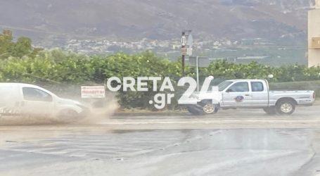 Κρήτη – Μετά τους σεισμούς ήρθαν και οι πλημμύρες – Ποτάμια οι δρόμοι στη Μεσαρά