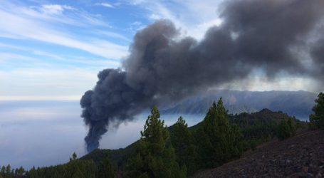 Λα Πάλμα – Απομακρύνται 800 κάτοικοι – Απειλούνται τα σπίτια τους από τη λάβα