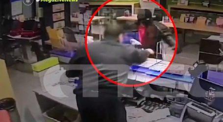 Ατρόμητος… ιδιοκτήτης πρακτορείου άρπαξε το όπλο μέσα από τα χέρια ληστή – Απίθανο βίντεο