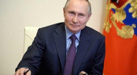 Πούτιν – Έβηξε σε σύσκεψη και προκάλεσε… πανικό – «Μην ανησυχείτε, κάνω τεστ κάθε μέρα»